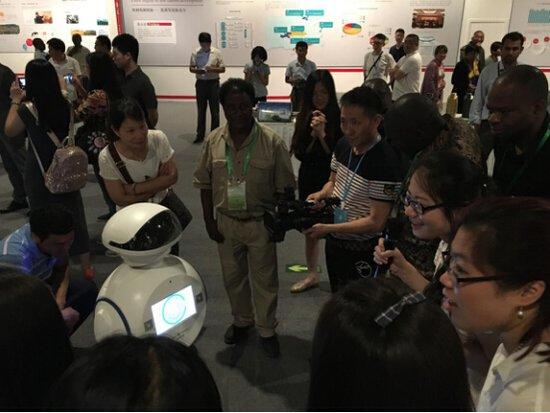 """机器人""""艾娃""""助力国家发改委推动低碳创新"""