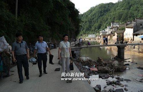 黄山市红十字赴洪灾严重地区实地勘查灾情