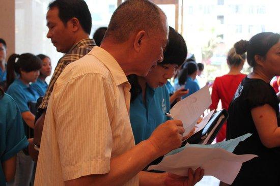 宣城碧桂园VIP钻石卡派发首日 近千组客户登记