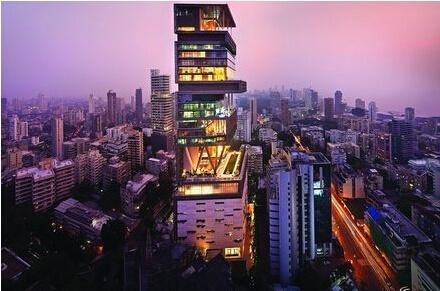 参观李连杰在上海的豪宅,平时很少在家里住,连门口都生锈了