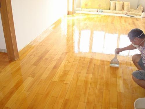700多元 ㎡地板毁在保养上 实木地板保养需适当
