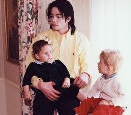 迈克尔杰克逊罕见温馨家居照曝光