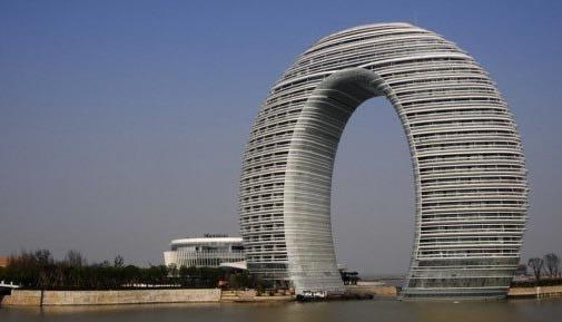 南京惊现斧头大楼 盘点全球各地奇葩建筑 组图