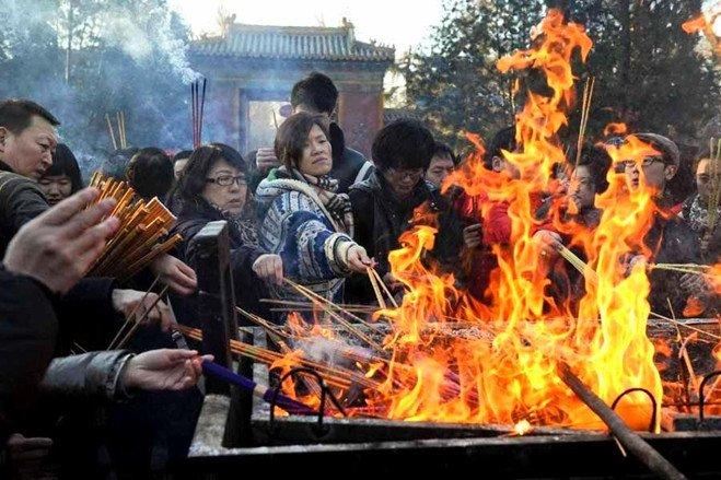 祈福上香是几乎每个中国人都深信不疑