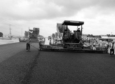 烟台山海南路南延二期7月20日完成沥青铺设