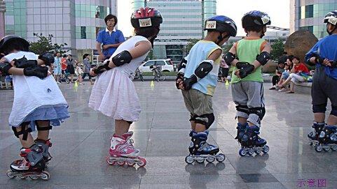 滑出风采 踢出风度 溜冰场毽球场带你找回青春活力
