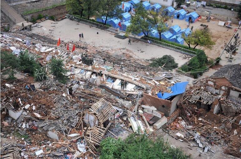 地震中受损倒塌的房屋