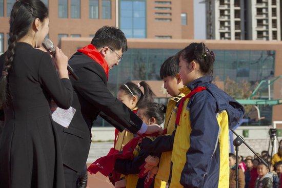 """""""暖心中海 与爱同行"""" 中海校园公益活动在高新区实验小学举行"""