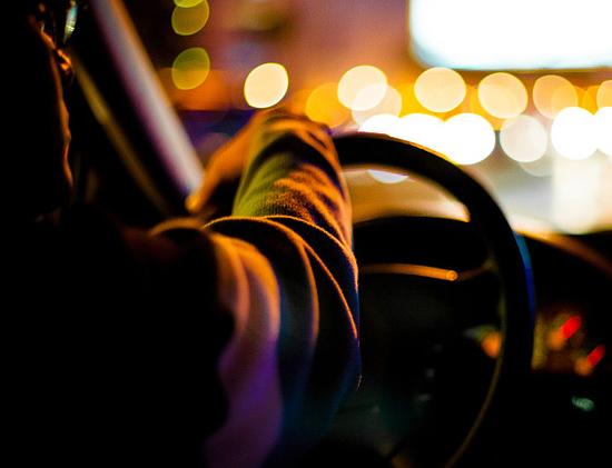 """""""温暖在路上"""" 均瑶关爱出租车公益活动温情开启"""