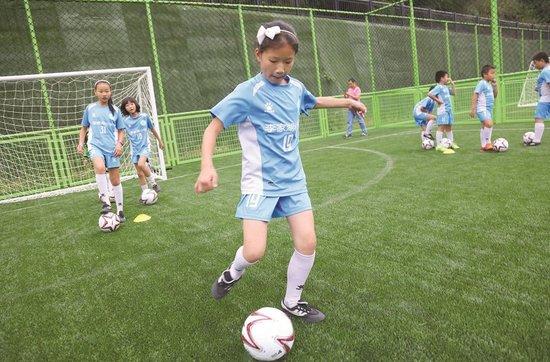 宜昌建设华中最大足球公园 位于城东东辰体育公园