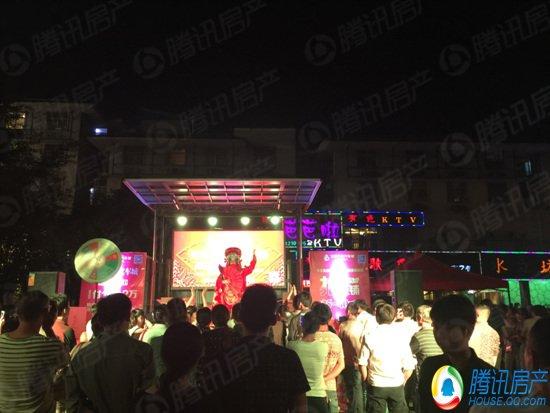 宜春六星汽车城全城大巡演第7站 鼓楼广场沸腾起来了