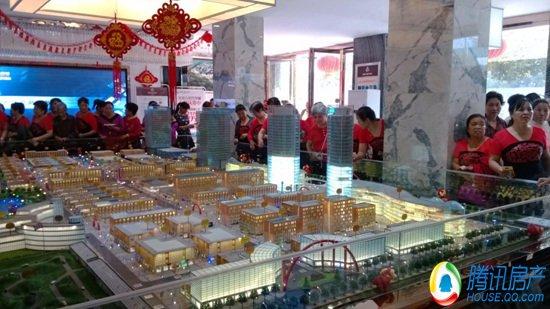 爆棚啦 大妈 占领宜春六星汽车城营销中心