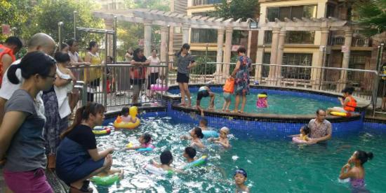 炎炎夏日约起来!东方维也纳游泳池正式开放啦!