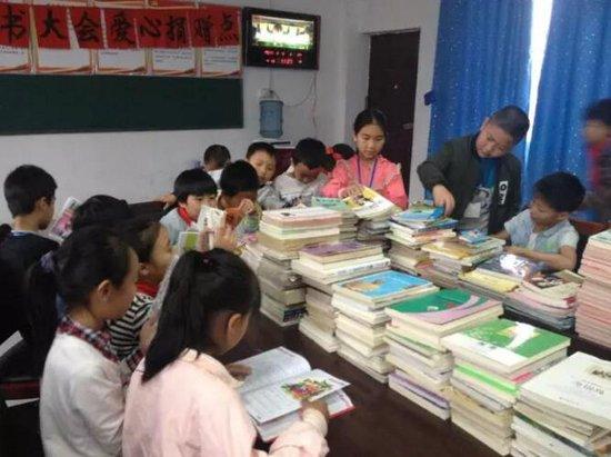 情系鲁观,书送温暖 ,圆山区孩子读书梦