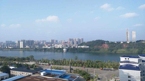 凤凰岭汽车公园开建  经开区江城花园清盘热销