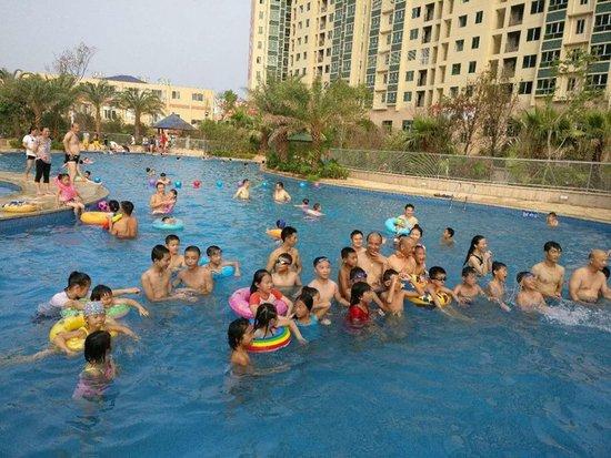 万兴雅苑:7月30日最美比基尼游泳比赛开始啦!