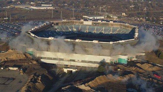 """""""造得太好""""!美国一体育场拆迁爆破中屹立不倒"""