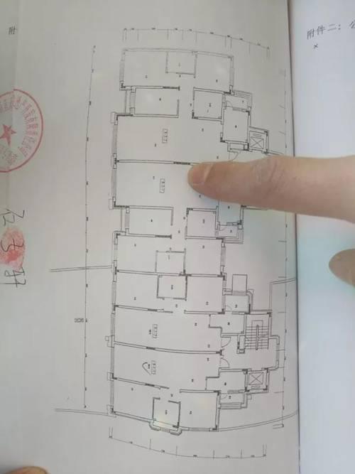 万科、招商、中建三局同陷质量门:承重墙用手可抠下水泥渣块
