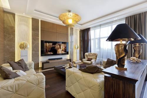 中央的奢华吊灯也为客厅平添了几分美感.图片