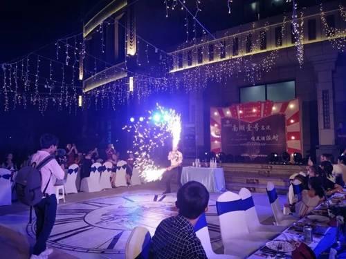 南湖壹号:我爱南湖夜生活 壹号园里开party!