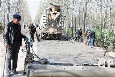 漯河2017年修建农村公路360公里 143个贫困村都通了硬化路