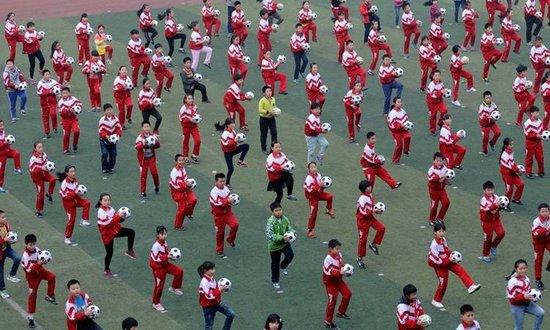 小学生小学操遭质疑镇江五盘让运动变日常_频足球洛龙区寄宿图片