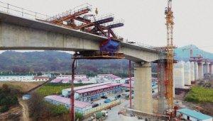 镇江长江大桥南引桥首个连续梁成功合龙