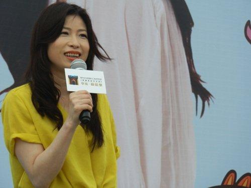 香港名作家张小娴作客华发蔚蓝堡分享小说人生