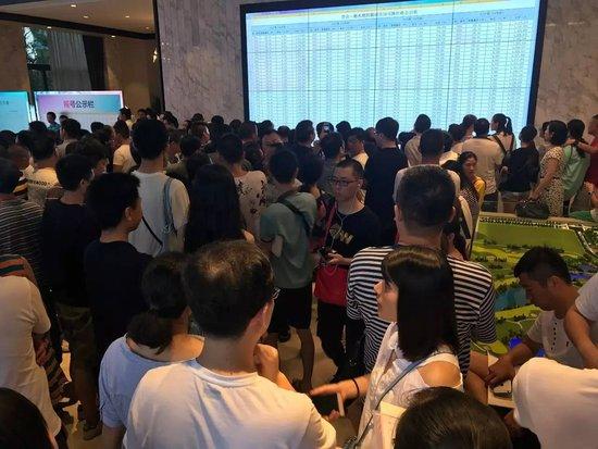 湘水湾四期26号栋开盘劲销,130套两小时售罄!