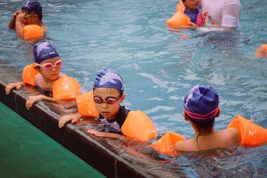 别处频频高温预警 绿城海豚计划清凉一夏!