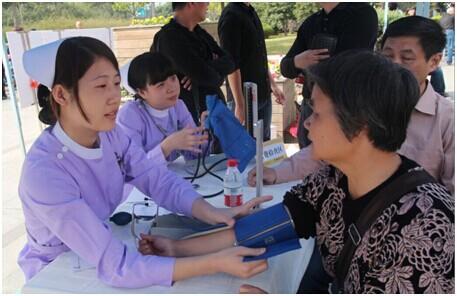 男性健康日大型义诊科普宣传活动在西湖文化广场举行