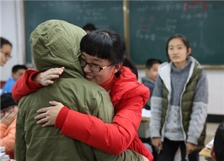 衢州女孩获捐21万 主动回捐善款