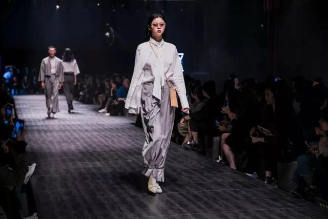 POSETIME颁布匹周2018-T稀彩回顾-JC SHOWROOM结合秀