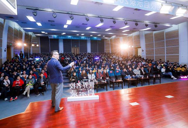 """新东方CEO周成刚于浙江大学开展""""世界名校启示录""""公益巡讲"""