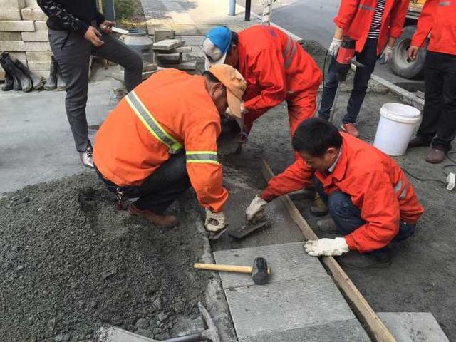 杭州人行道试用新材料 强度可达一年不破