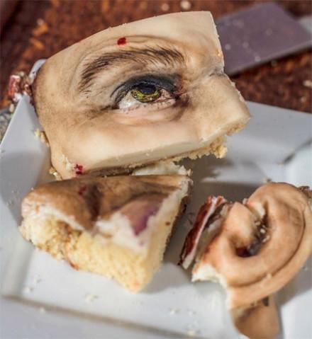 女朋友送的生日蛋糕 有人敢吃么