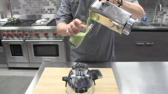 奇!美国上世纪40年代产料理机榨出鲜汁