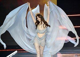 维密秀在上海开走 浙江超模上台吸睛