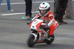 萌娃骑摩托车扮酷
