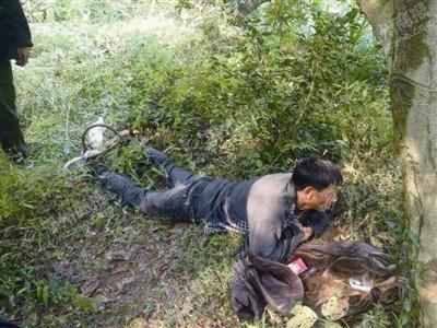 温州一男子砍柴踩到野猪夹 救援半个小时脱险