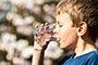 清晨喝水好处多多 第1杯水该怎么喝