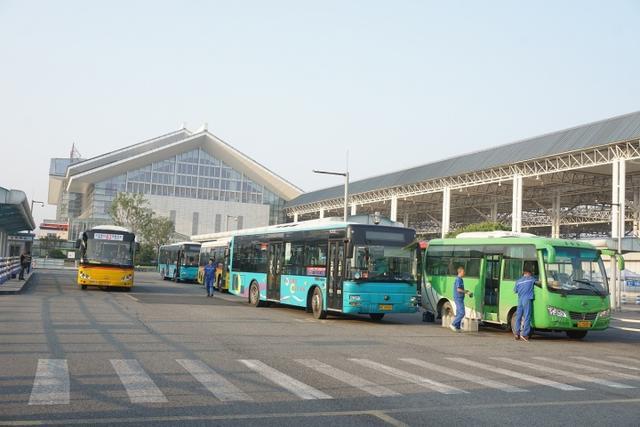 温州动车南站公交枢纽由西变东 市民来去更方便
