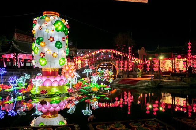 揭秘横店春节大庙会 去这感受浓郁年味