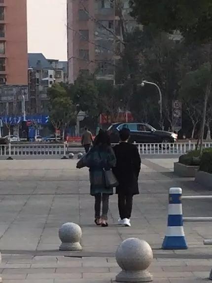 杭州1.8米斯文男砍伤情敌 他称自己手都在抖