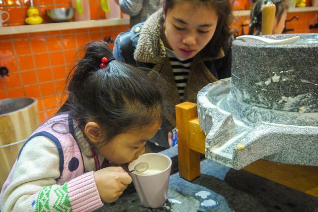 QQ小主播进九阳 带你探访传统石磨豆浆