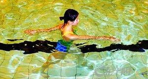 【新闻课127】在水中行走真能瘦吗?