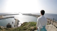 日本小岛女性止步 男性脱光上岛
