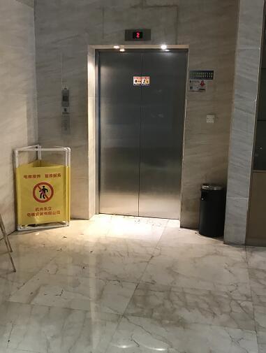 孕妇被困酒店电梯半小时 消防比维修人员先赶到