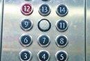 """>女孩被困电梯40分钟</"""" width="""
