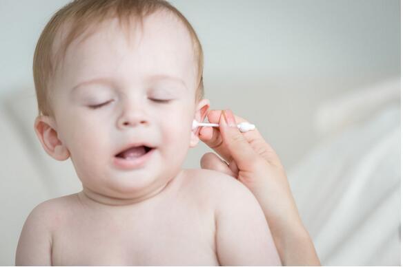 清洁耳朵要当心 棉棒易造成孩子耳部受伤
